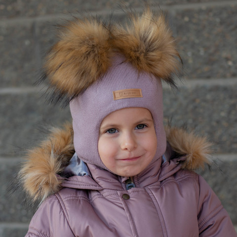 Шлем зимний с меховыми помпонами