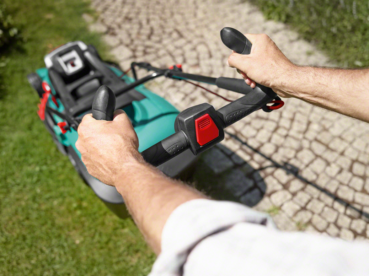 Аккумуляторная газонокосилка Bosch Rotak 37 LI (1 аккумулятор)
