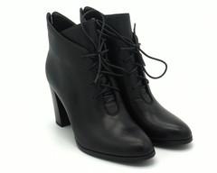 Черные кожаные ботильоны со шнуровкой на подъеме