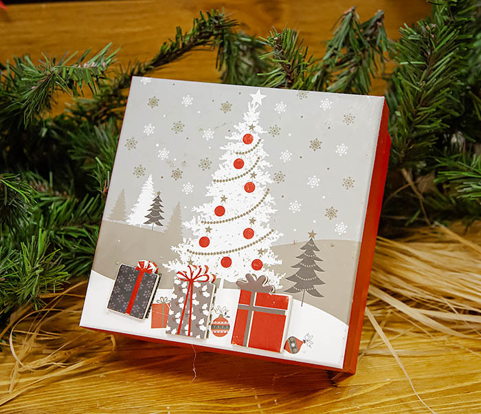 BOX262-2 Красочная коробка для подарков с наряженной елкой (18*18*8 см) фото 02