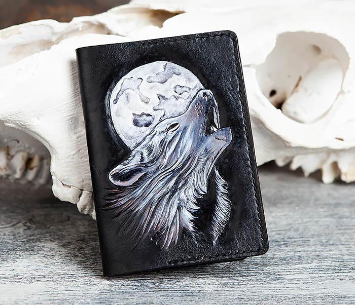 BC161 Обложка на паспорт «Волк и Луна» ручного тиснения и раскраса