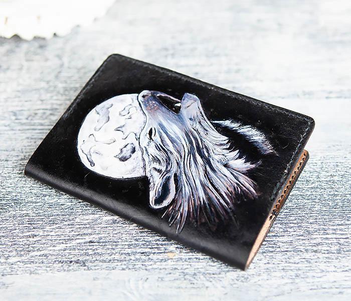 BC161 Обложка на паспорт «Волк и Луна» ручного тиснения и раскраса фото 03