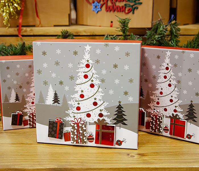 BOX262-2 Красочная коробка для подарков с наряженной елкой (18*18*8 см) фото 07