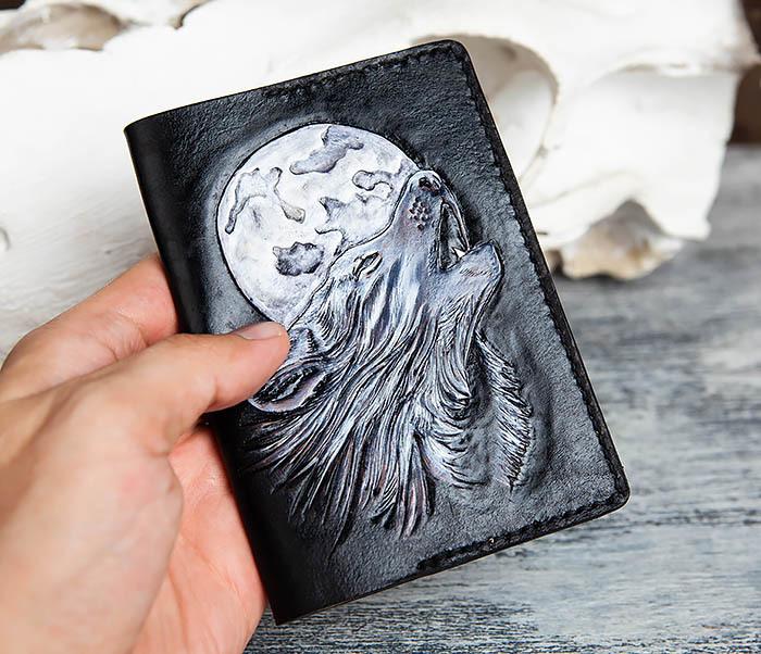 BC161 Обложка на паспорт «Волк и Луна» ручного тиснения и раскраса фото 06