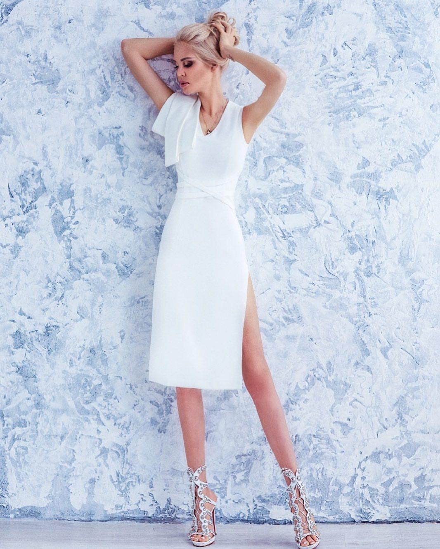 Платье с декоративными элементам