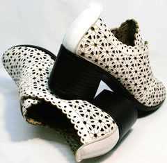 Белые кожаные босоножки ботильоны на устойчивом каблуке Arella 426-33 White.