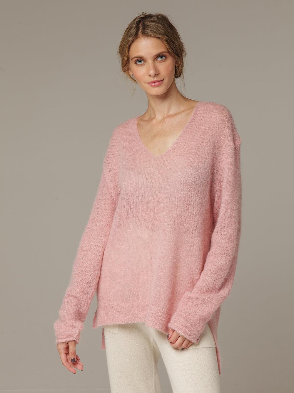 Женский розовый джемпер с V-образным вырезом 100% мохер - фото 1