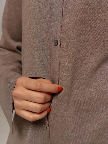 Женский джемпер серо-коричневого цвета на пуговицах - фото 4