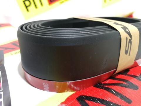 Губа бампера Самурай универсальная резиновая (черная)