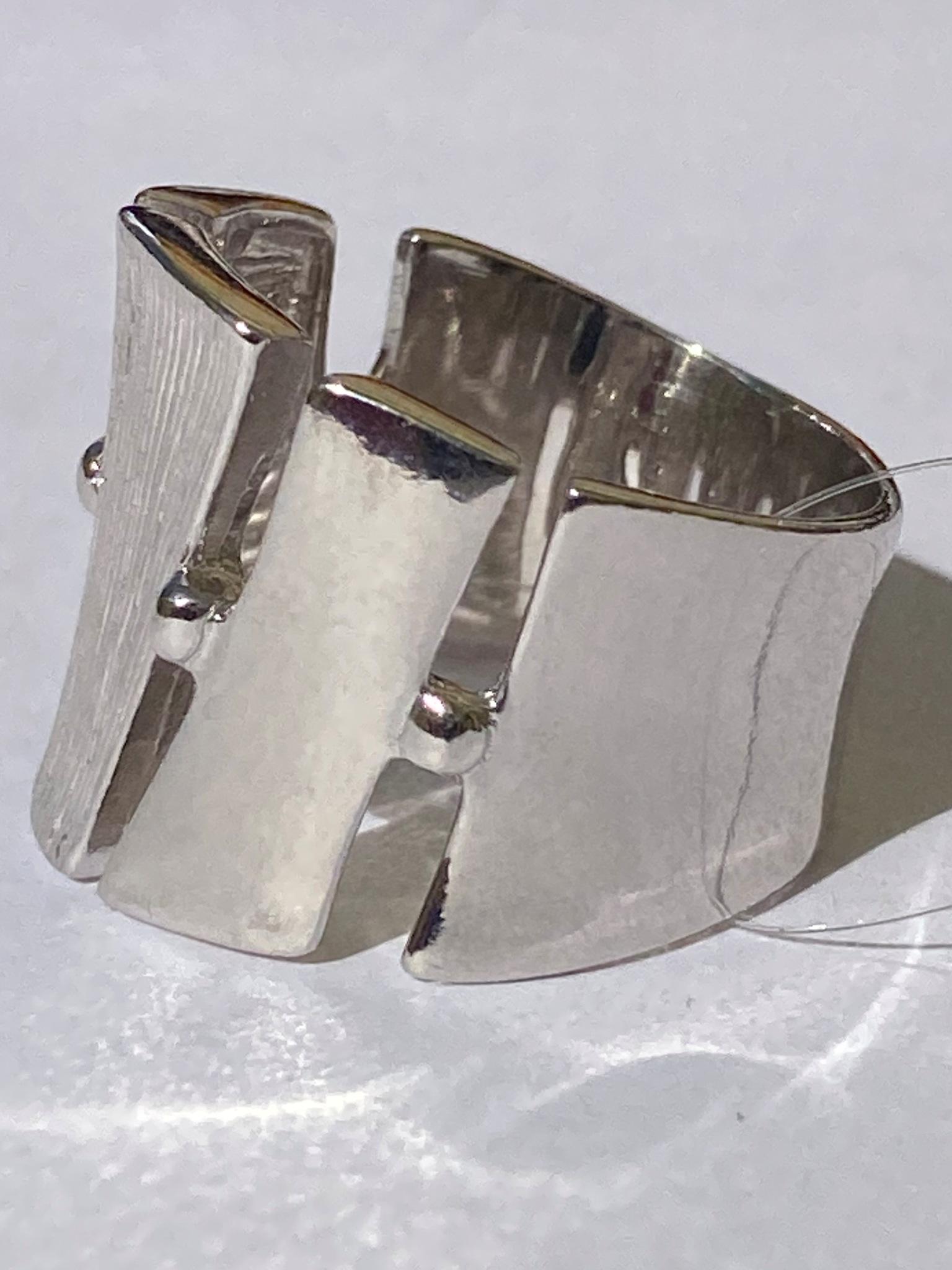 Гинем (кольцо из серебра)