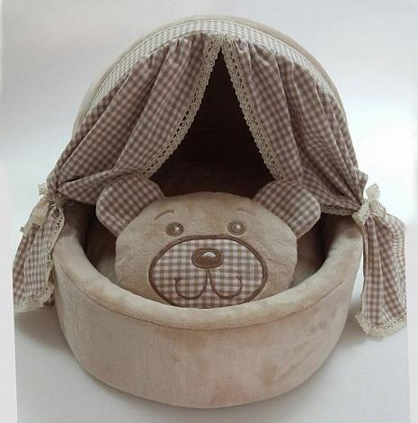 домик для собак с занавесками