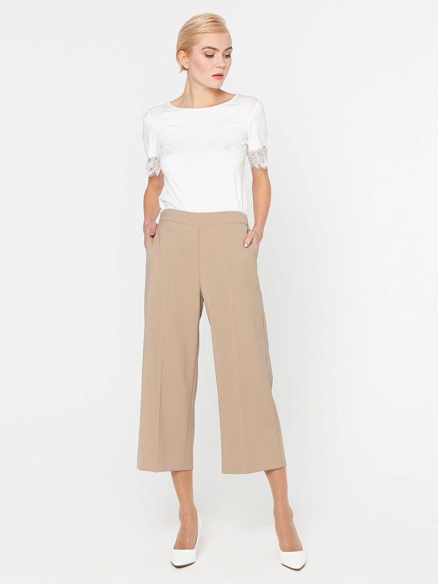Брюки А430-122 - Актуальная модель предстоящего сезона брюки-кюлоты выполнены из высококачественной костюмной ткани средней плотности. Эти брюки разнообразят как повседневный, так и офисный гардероб