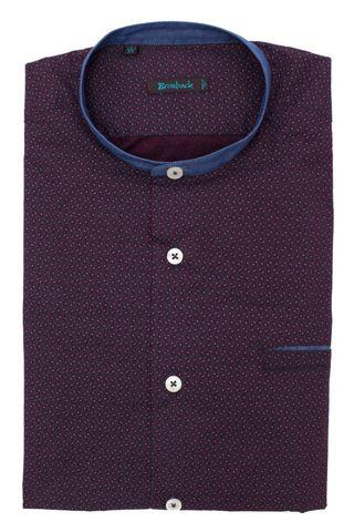 Тёмно-фиолетовая рубашка с серым геометрическим рисунком, синим воротником-стойкой и втачным карманом