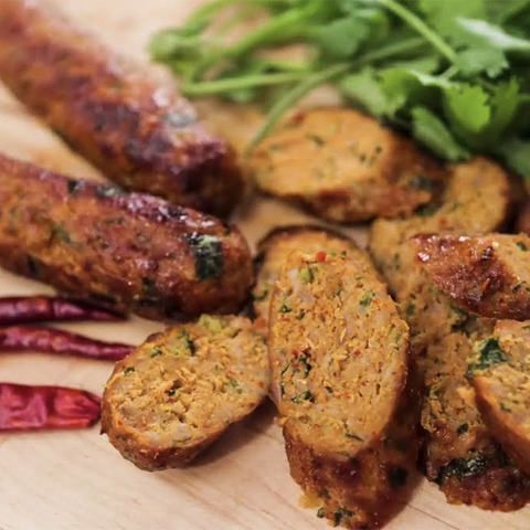 https://static-ru.insales.ru/images/products/1/2099/135473203/hot_thai_sausages.jpg