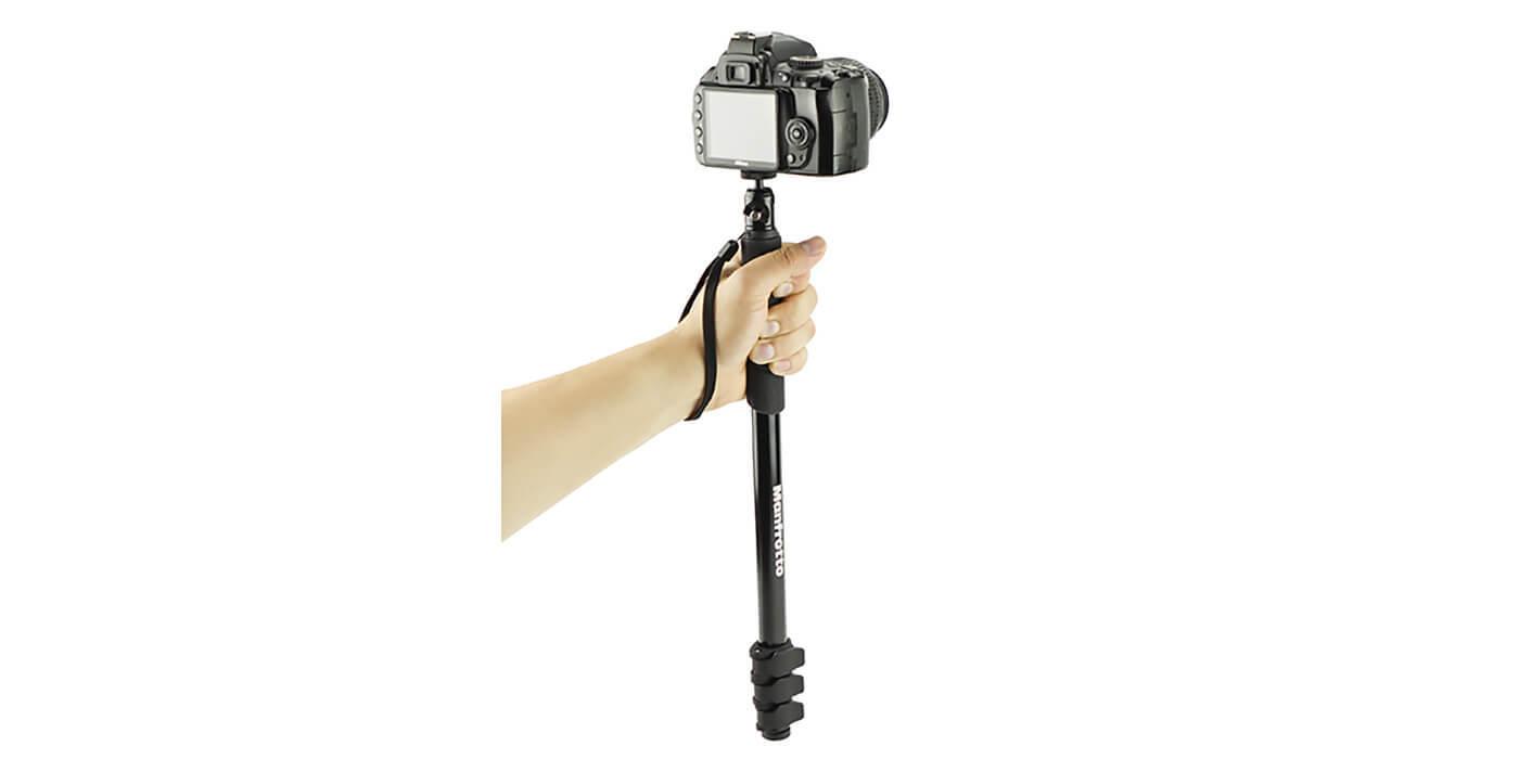 Монопод-штатив Manfrotto Compact Xtreme 2-в-1 с камерой вид сзади