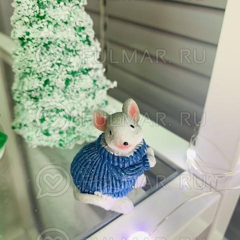 Талисман сувенир Белая Мышка Pretty Mouse символ 2020 в синем свитере с блёстками