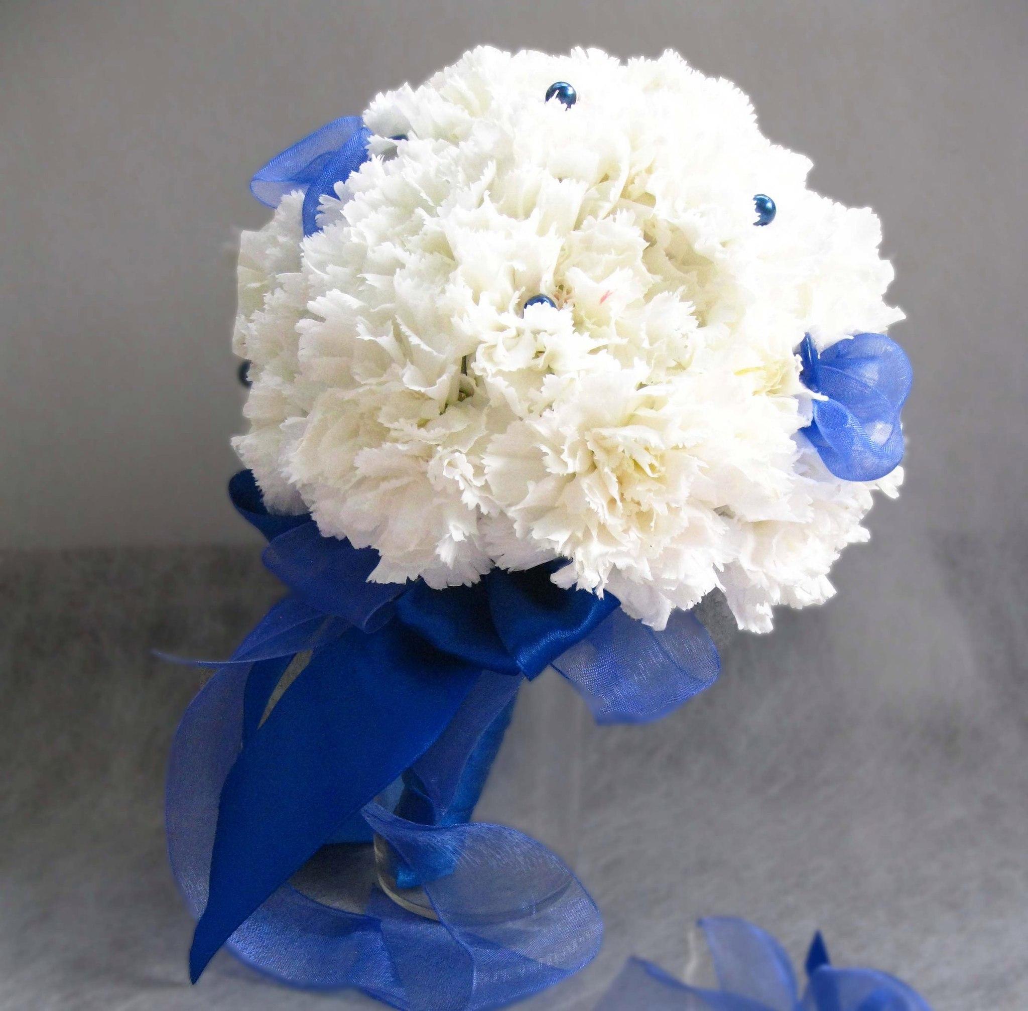 Свадебный букет невесты из белой гвоздики Пермь