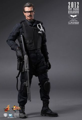 The Dark Knight Lt. Jim Gordon S.W.A.T. Suit Version) Exclusive