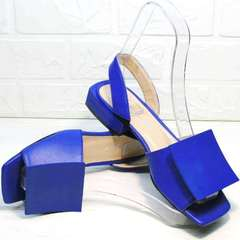 Кожаные босоножки на маленьком каблуке женские Amy Michelle 2634 Ultra Blue.