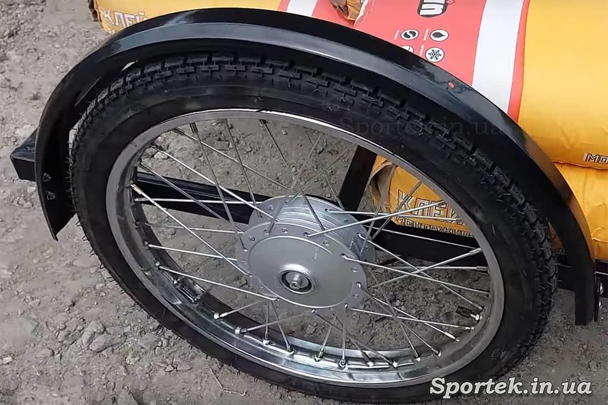 Переднє колесо у триколісного велосипеда з передньої платформою для вуличної торгівлі 'Арден'
