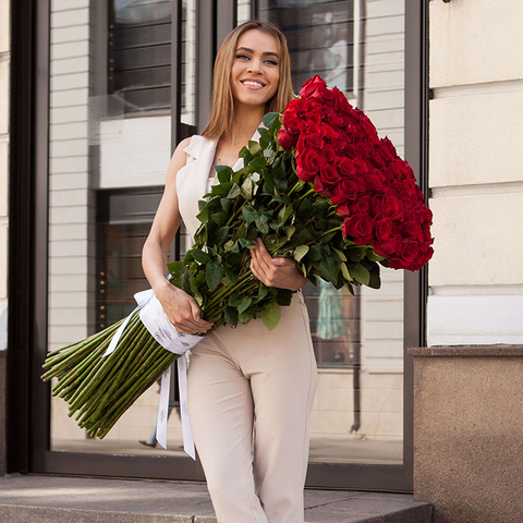 Розы красные высокие