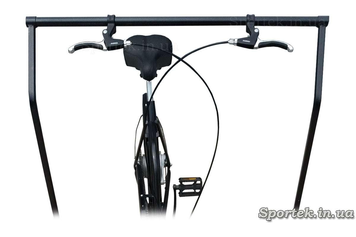 Сідло і управління платформою у триколісного велосипеда 'Арден'
