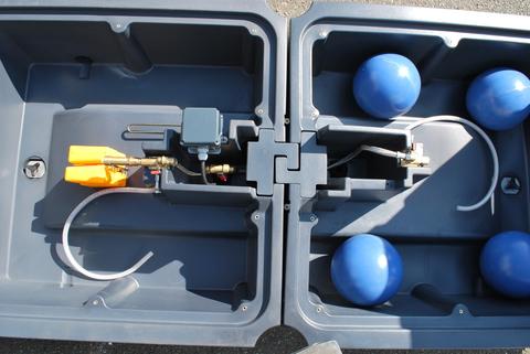 4 шара | Незамерзающая поилка с 4 шарами на 180 литров, внутренность