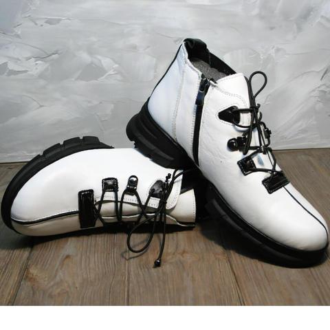 Кожаные ботинки демисезонные женские. Белые ботильоны Ripka White