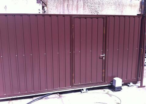 Откатные ворота с калиткой 3000х2000