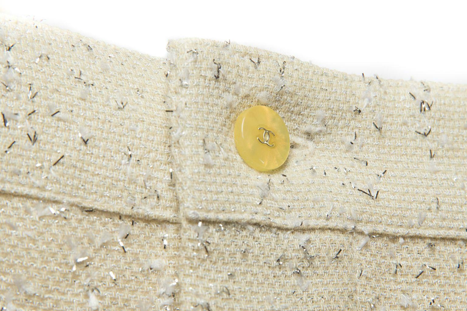 Красивый твидовый топ от Chanel, 38 размер
