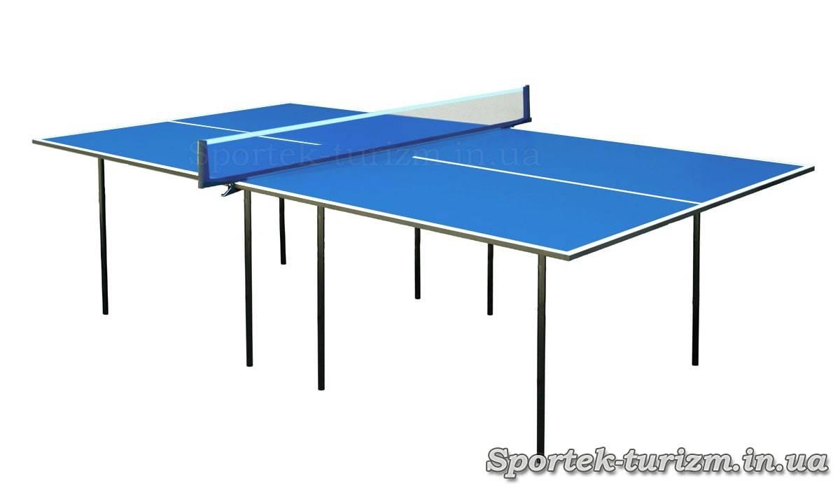 Простий синій тенісний стіл для приміщень