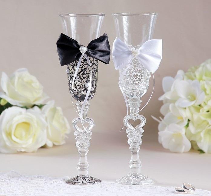 цена Набор свадебных бокалов «Бант», чёрно-белый онлайн в 2017 году