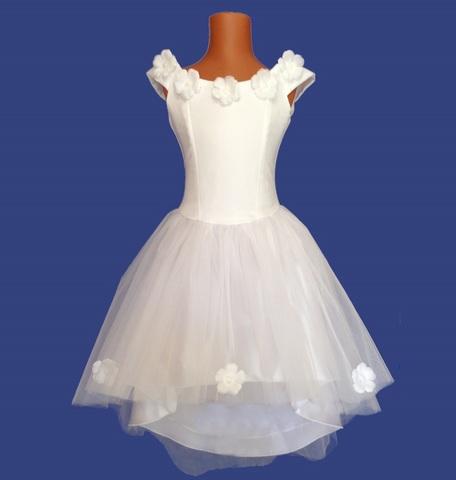 Белое бальное платье со шлейфом
