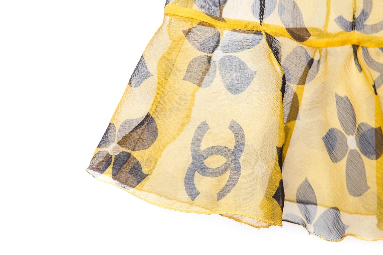 Стильное мини-платье из легкого шелка желтого цвета от Chanel, 34 размер.