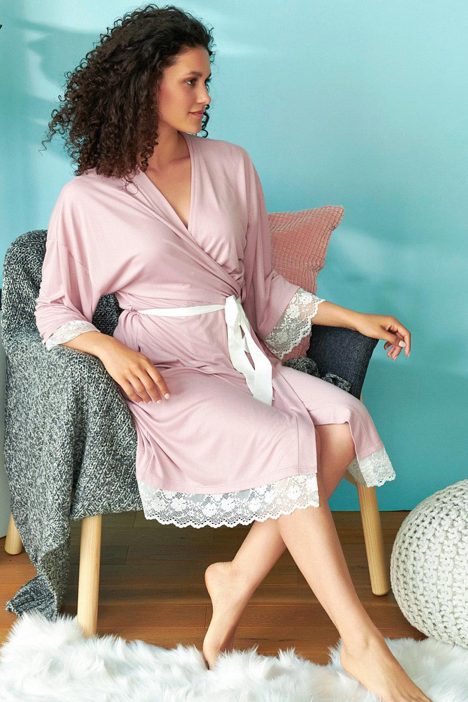 Элегантный розовый халат-кимоно с нежным кружевом