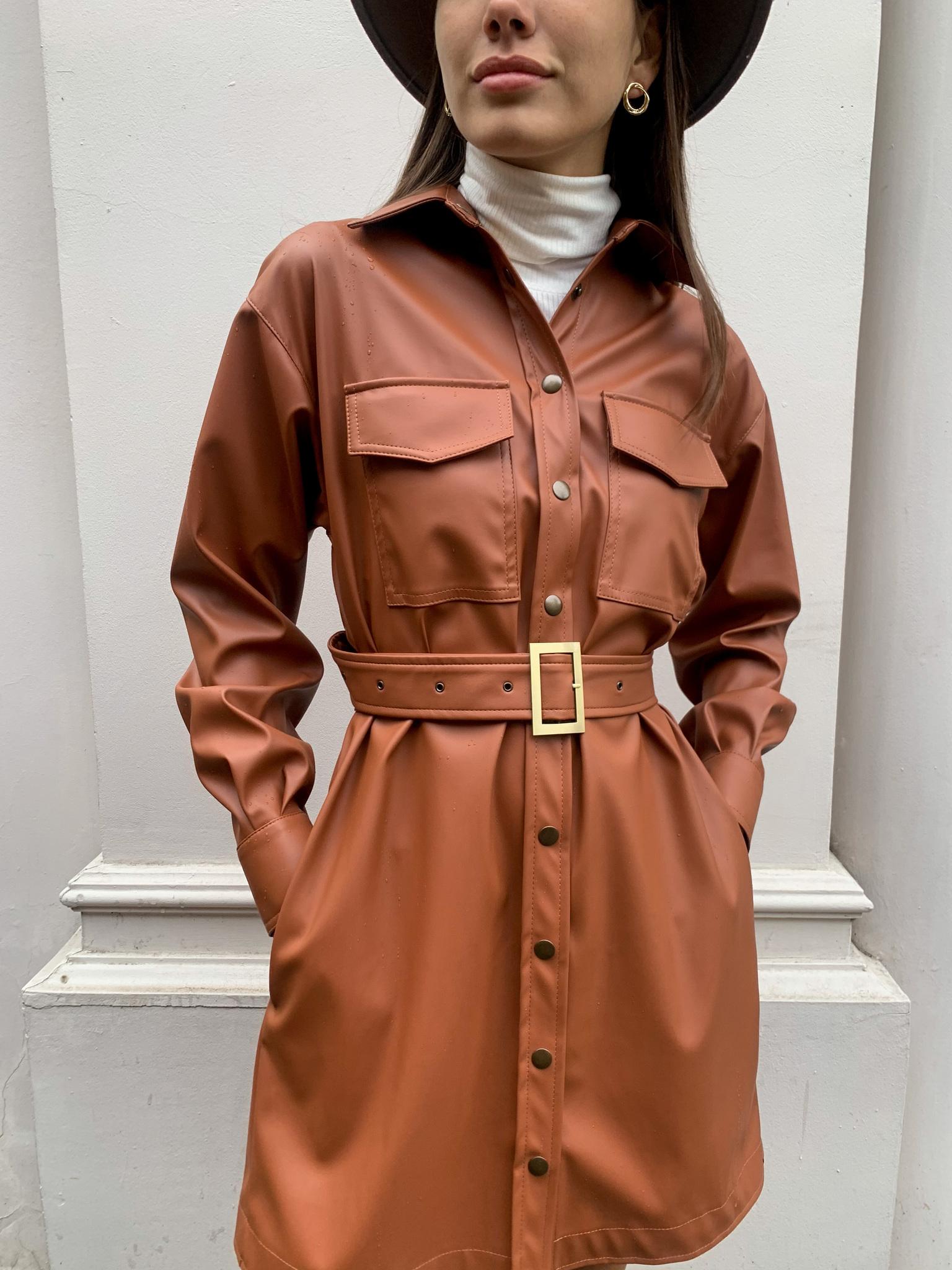 Платье-рубашка мини с поясом из кожи (кэмэл)