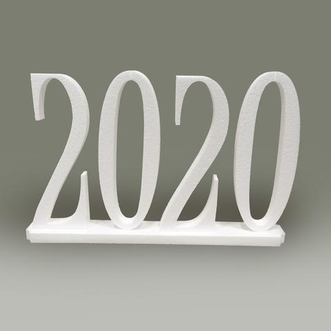 Цифры 2020 на подставке.