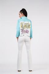 джинсовая куртка с нашивкой на спине nadya