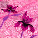 Ярко-розовое макраме с вышивкой крупными цветами