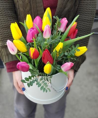 Коробка из разноцветных тюльпанов 3