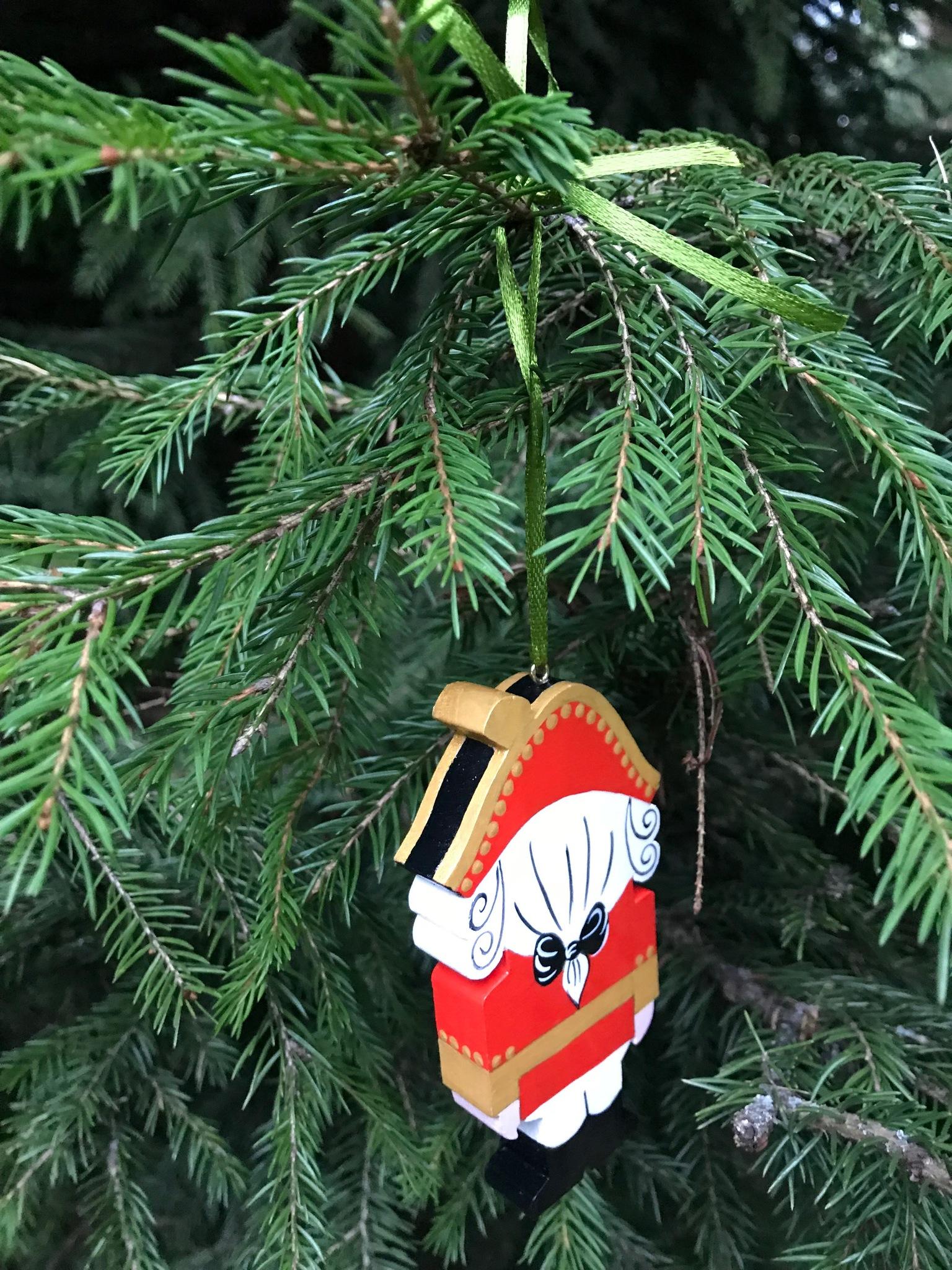 Елочная деревянная игрушка ручной работы Щелкунчик классический