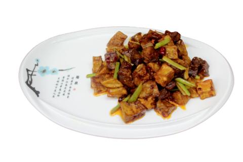 7--24Говядина с баклажанами牛肉烧茄子  400гр