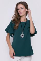 <p>Женственная блуза со спущенным плечом. Рукав - шикарный волан.</p>