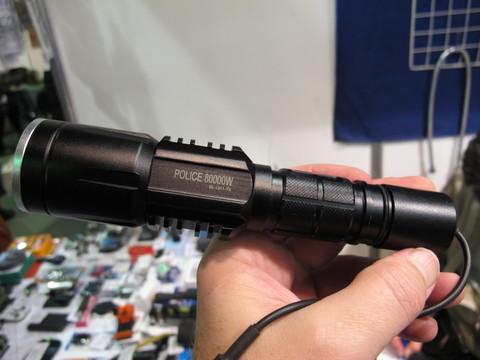 Удобный и мощный универсальный фонарь с выносной кнопкой на проводе! Светодиодный фонарь BL-Q01-T6 (80000W) Аккумулятор или Батареи