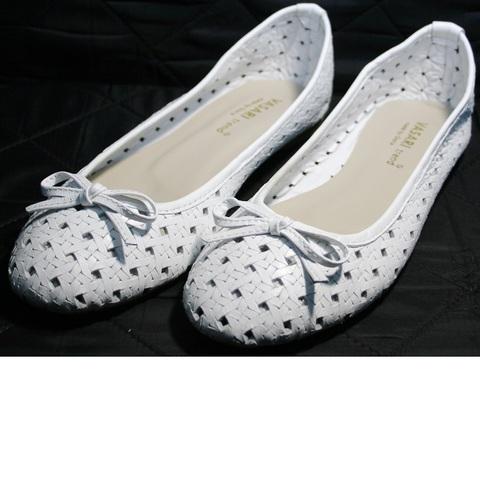 Летняя обувь женская. Белые туфли балетки с перфорацией Vasari Gloria White.