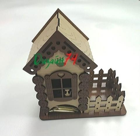 Чайный домик, размером 18х18х10,5см. Коричневые ставни.