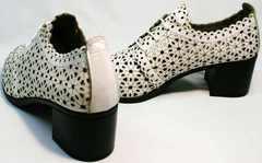 Летние женские туфли на среднем каблуке Arella 426-33 White.