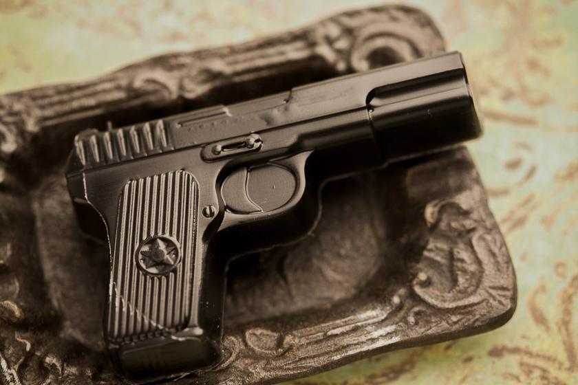 Мыло в форме пистолета. Пластиковая форма