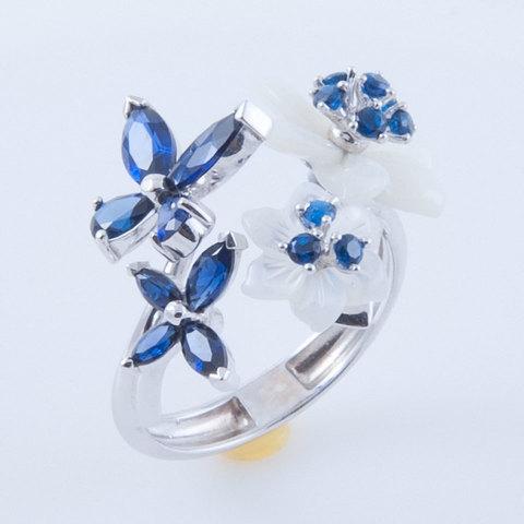Кольцо с цветами из перламутра и сапфиром Арт. 1168бпс