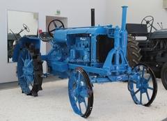 Tractor Universal-1 1:43 Hachette #46
